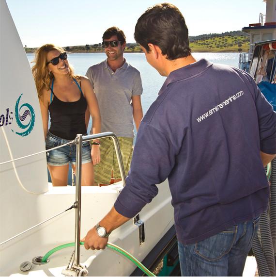 Aquatic support services