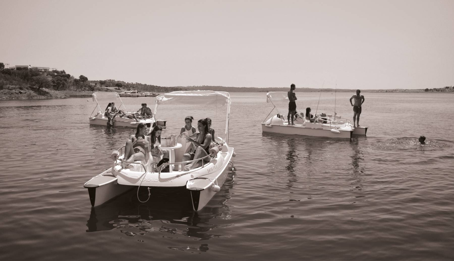 Amieira Marina has electric boats available for rental.