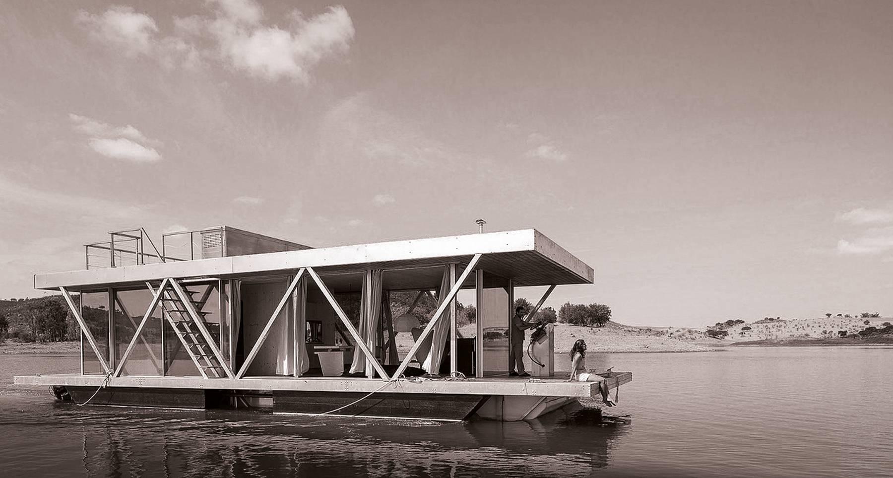 Una casa flotante en el lago Alqueva. ¿Ha pensado alguna vez en unos días de descanso en pareja, en familia o entre amigos en un lago o en un rincón agradable de una ensenada fluvial, pero con toda la comodidad y el confort de una habitación bien equipada?